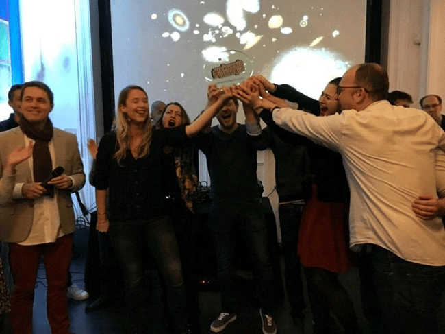 Team EFFICOM Lille et le trophée #REINVENTETABANQUE