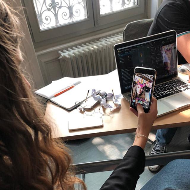 Les étudiants en communication créent leur filtre Snapchat
